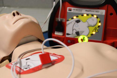 Un mannequin pour pratiquer le massage cardiaque